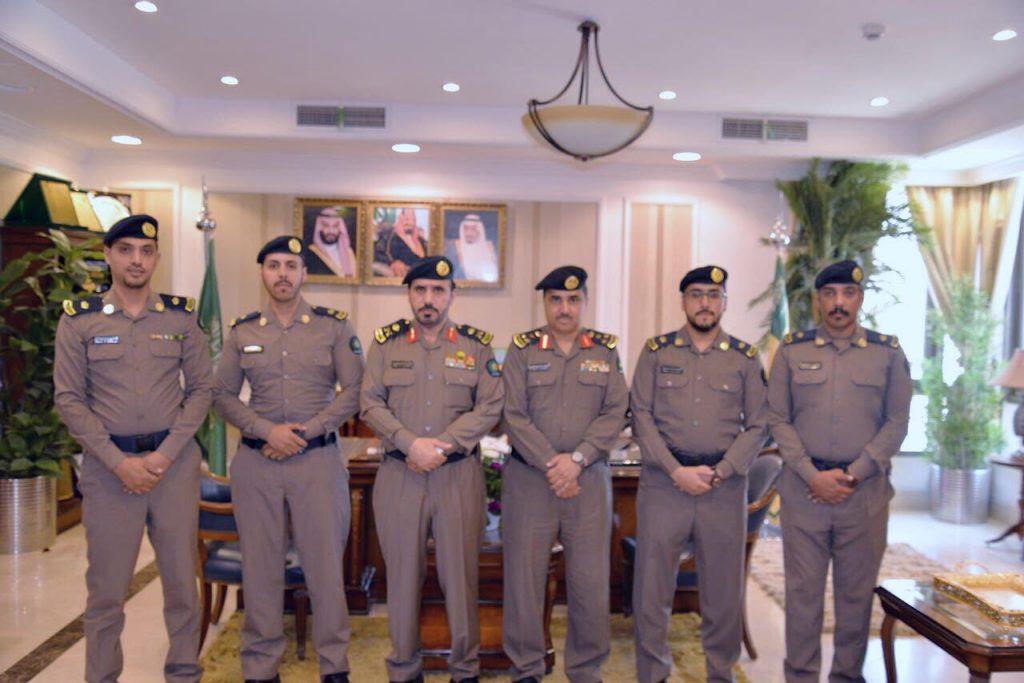 مدير الدفاع المدني بمنطقة تبوك يقلد عدد من الضباط رتبهم الجديدة