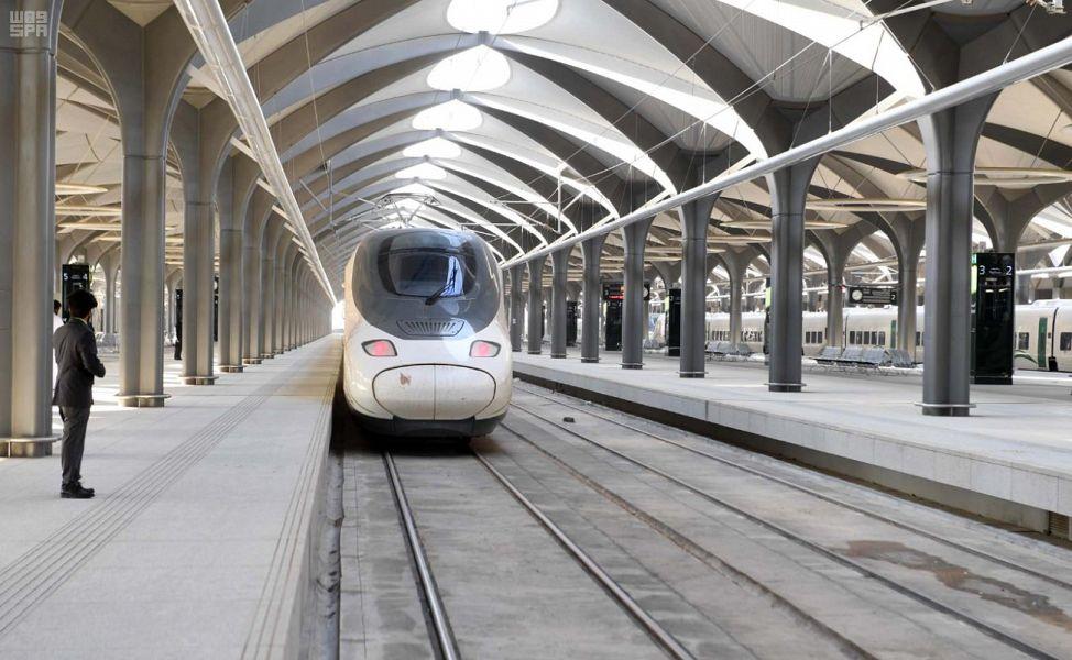انطلاق أولى رحلات قطار الحرمين السريع من المدينة المنورة إلى مكة المكرمة