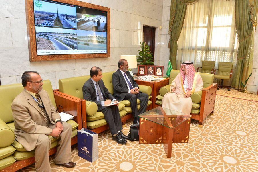 أمير منطقة الرياض يستقبل سفير جمهورية سيرلانكا لدى المملكة