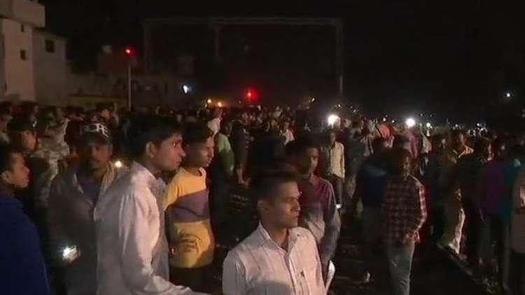 بالفيديو.. مقتل أكثر من 50 شخصا على الأقل بدهس قطار لحشد كبير في الهند