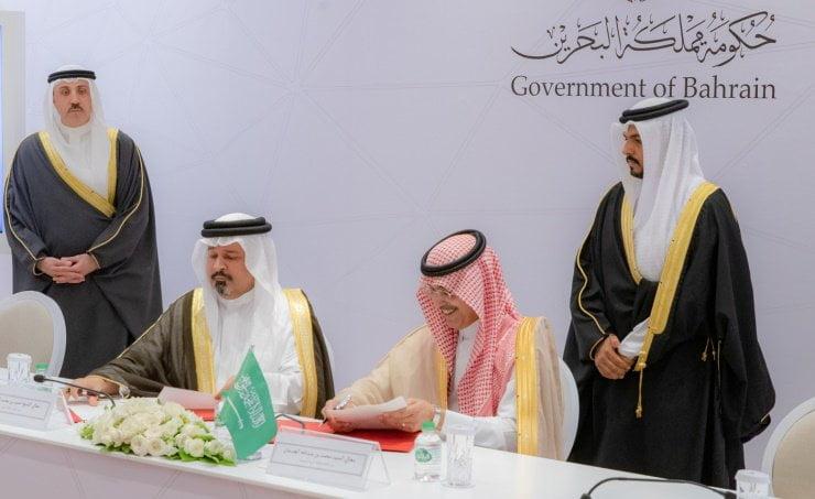 التوقيع على اتفاقية التعاون المالي بين حكومتي المملكة والبحرين