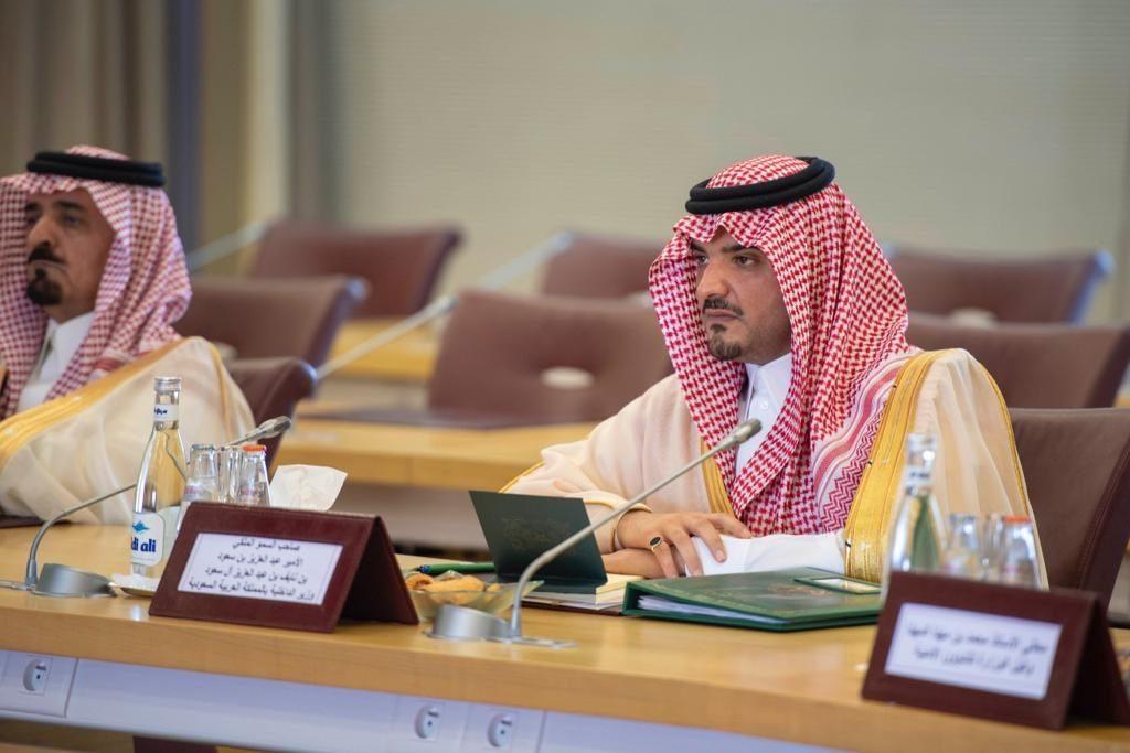 وزير الداخلية يلتقي نظيره المغربي ويعقد معه جلسة مباحثات رسمية