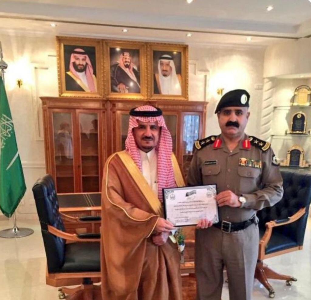 العطيشان يكرم مدير شرطة محافظة حفرالباطن