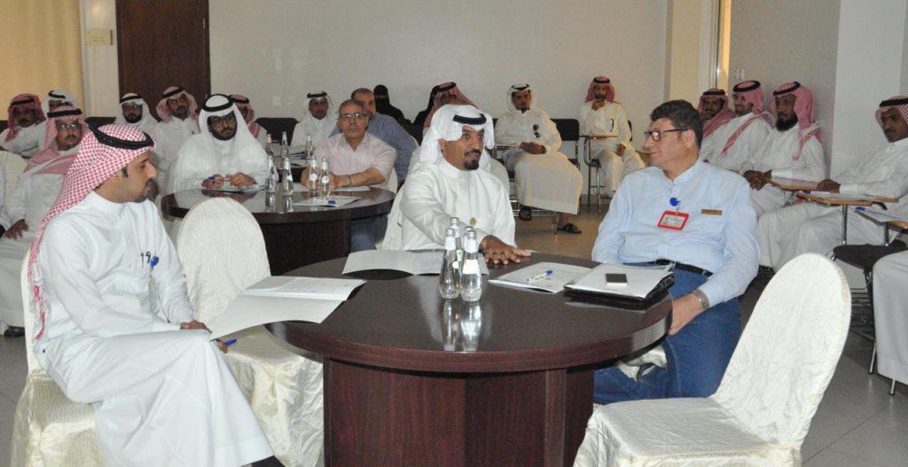 صحة بيشة تناقش تطوير وتحسين برنامج الاحالات الطبيه