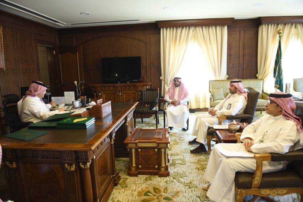نائب أمير منطقة عسير يناقش تشغيل مشروع طائرة الإسعاف الجوي في المنطقة