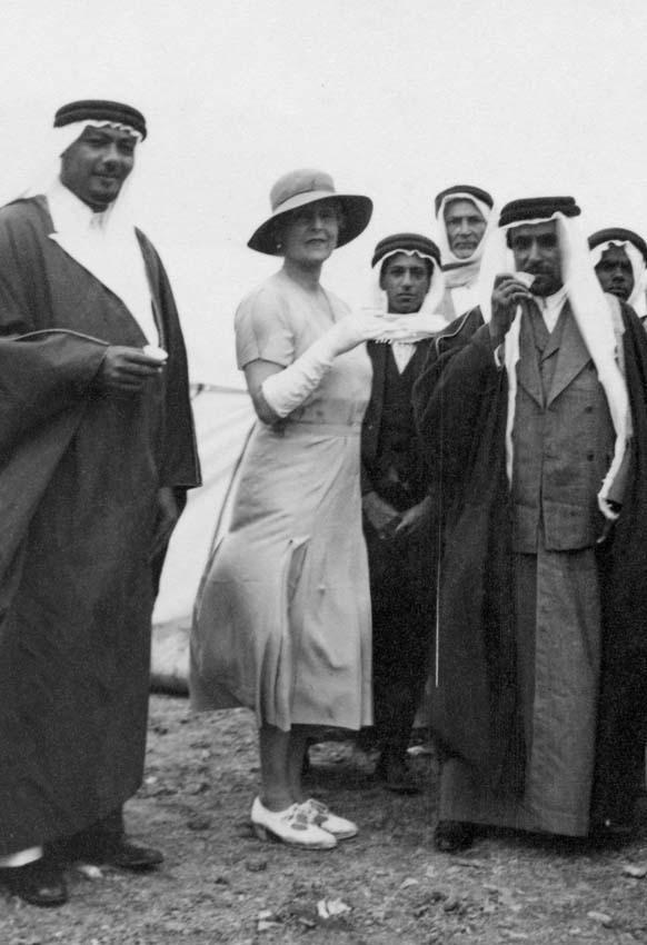 مكتبة الملك عبدالعزيز تنظم معرض صور الأميرة اليس في المركز الاسلامي بأكسفورد