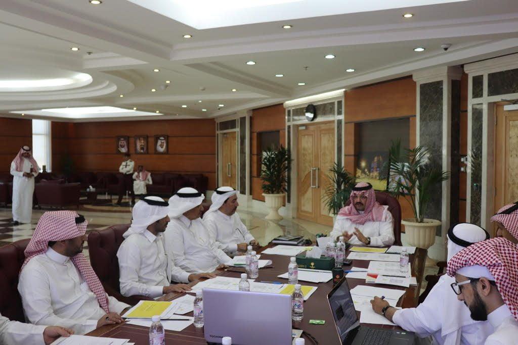 نائب أمير منطقة عسير يشدد على هوية المنطقة في تنفيذ المشاريع خلال زيارته لأمانة عسير