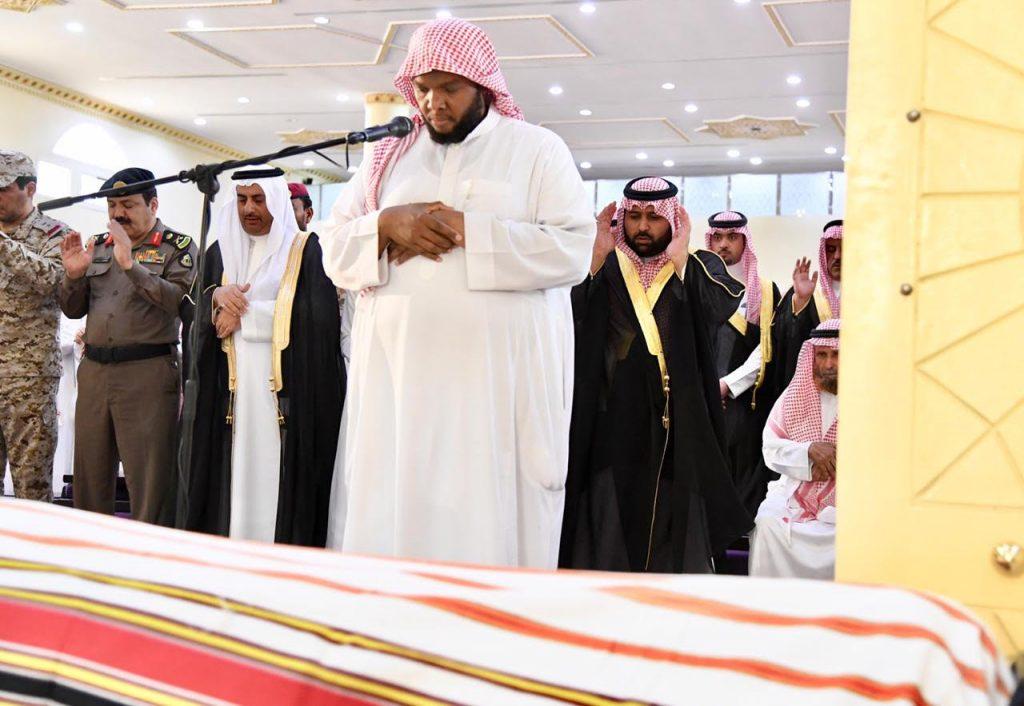 نائب أمير منطقة جازان يؤدي صلاة الميت على الشهيد الجابري