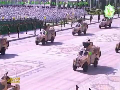 شاهد.. مدرعة الشبل السعودية تظهر في عرض عسكري تركمانستاني