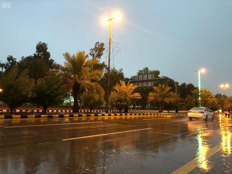 أمطار غزيرة على مدينة عرعر