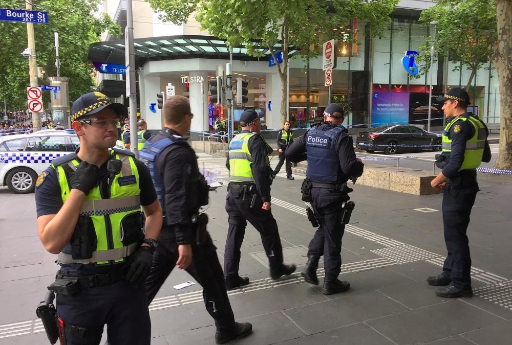 الشرطة الأسترالية: وفاة منفذ عملية الطعن في ملبورن بعد نقله للمستشفى