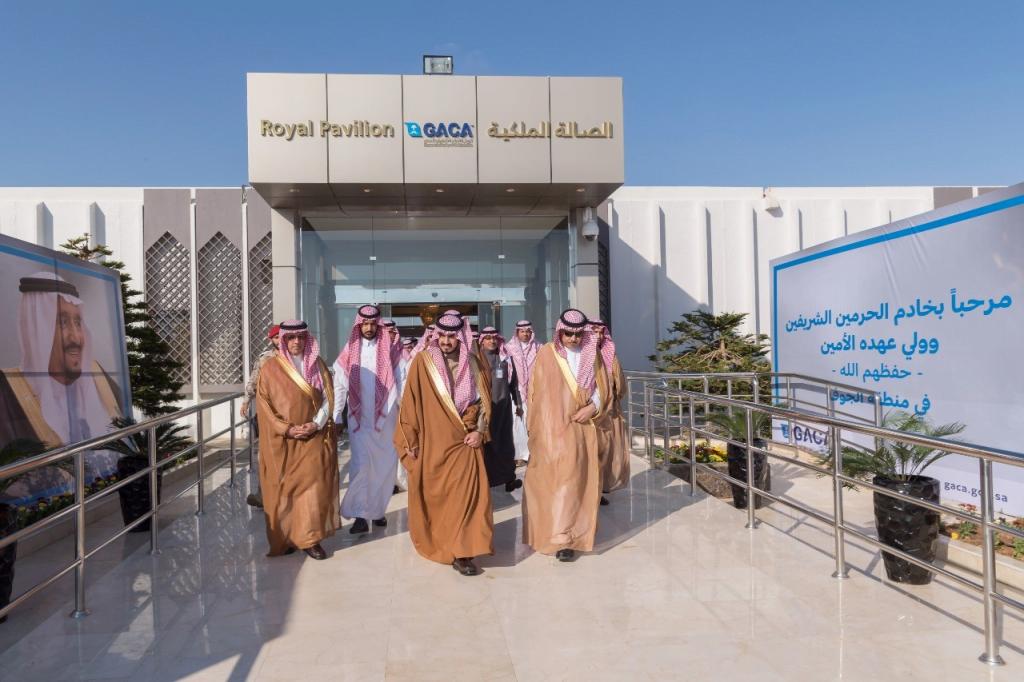 الأمير بدر بن سلطان يتفقد مطار الجوف