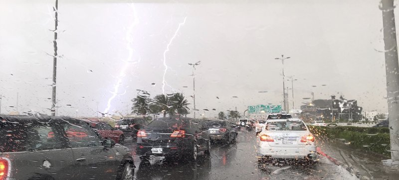 الأرصاد :هطول أمطار رعدية تصحب بزخات من البرد ورياح نشطة على عدة مناطق