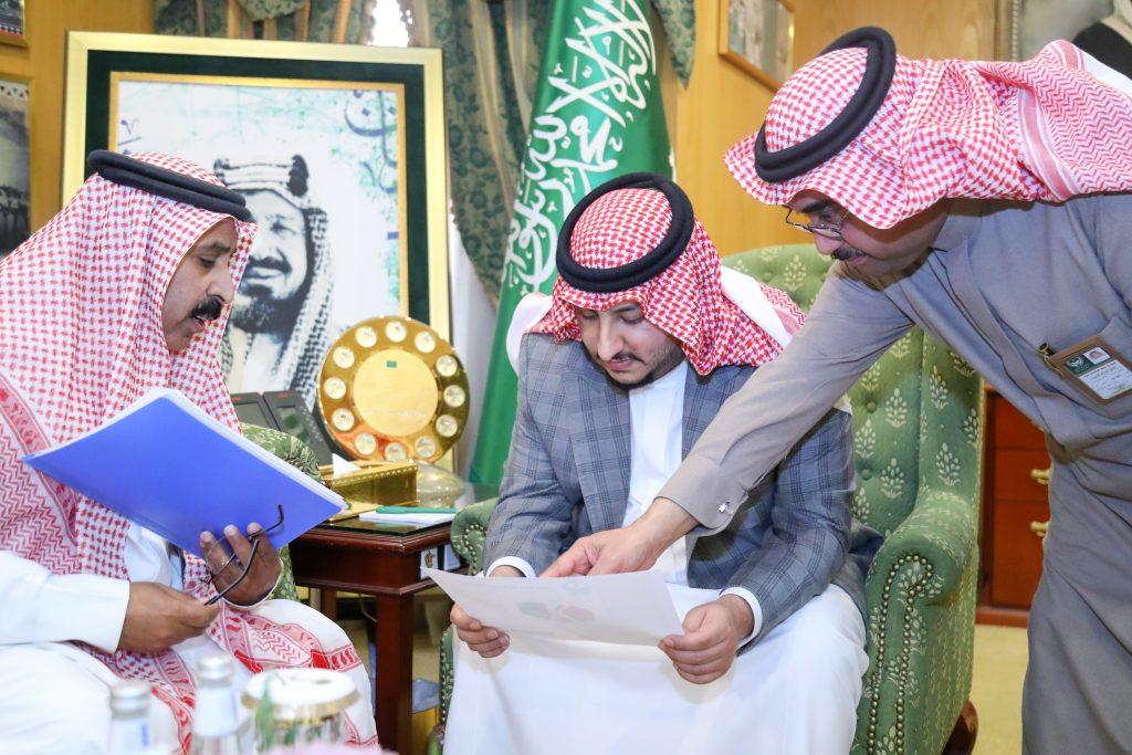 نائب أمير منطقة الجوف يستقبل لجنة متابعة المشاريع الميدانية