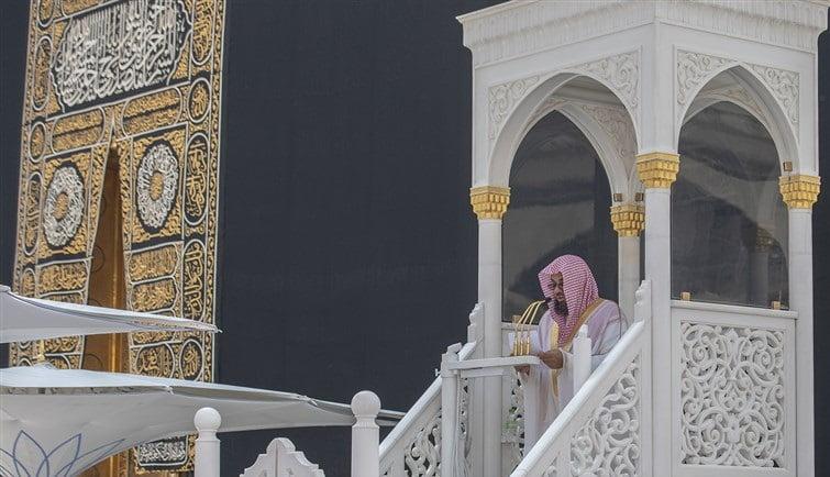 الشريم في خطبة الجمعة من المسجد الحرام : لسان المسلم ينبغي أن يكون كالمرآة لمجتمعه وبني ملته
