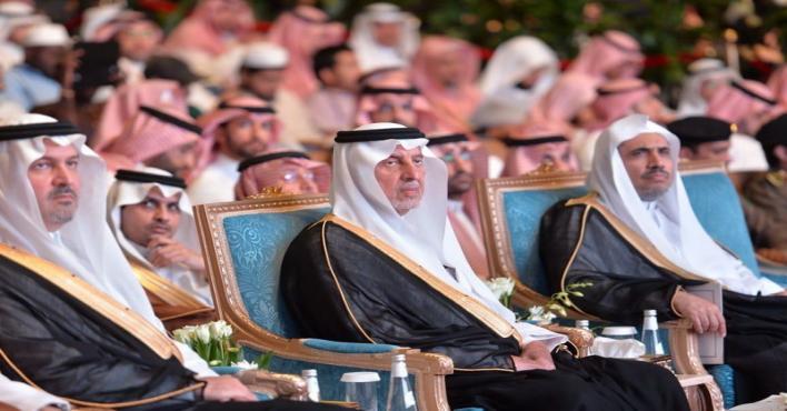 شاهد.. الأمير خالد الفيصل يكرم أمين عام رابطة العالم الإسلامي الفائز بجائزة الاعتدال