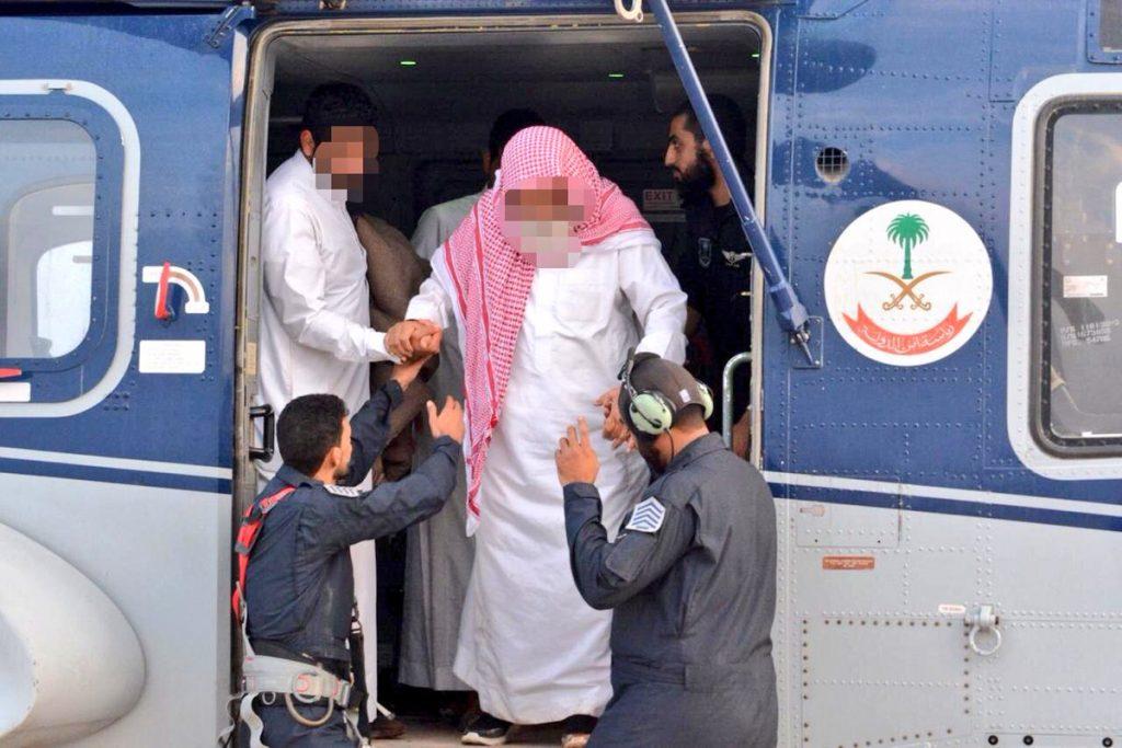 طيران الأمن ينقذ 8 أشخاص من السيول بالمدينة المنورة