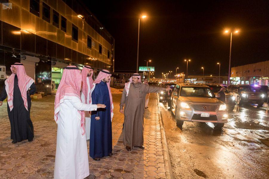 أمير الجوف يقف على جهود الجهات الخدمية لمواجهة الحالة المطرية التي شهدتها المنطقة