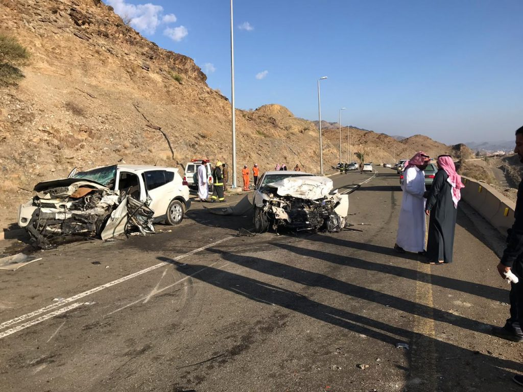 وفاة شخص وإصابتين في حادث مروري بمحافظة القرى