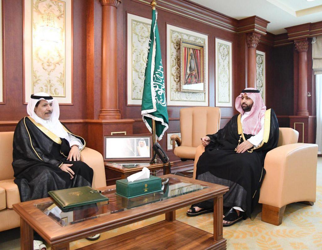 الأمير محمد بن عبد العزيز يستقبل مدير جامعة جازان