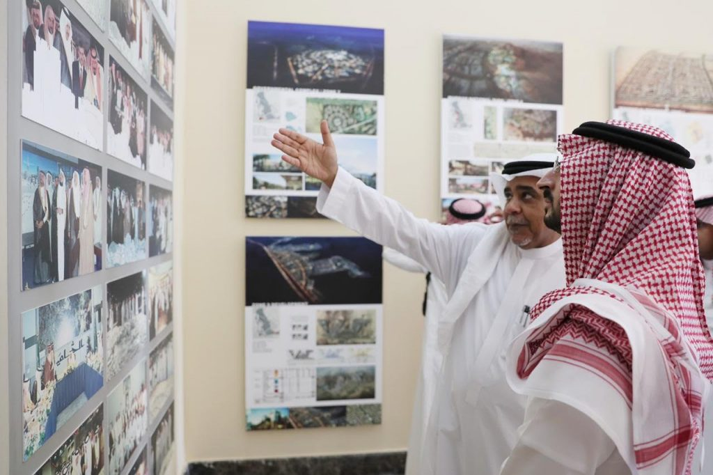 """نائب أمير مكة يزور المقر المقترح لإنشاء مركز شامل للخدمات """"مراس"""" بجدة"""
