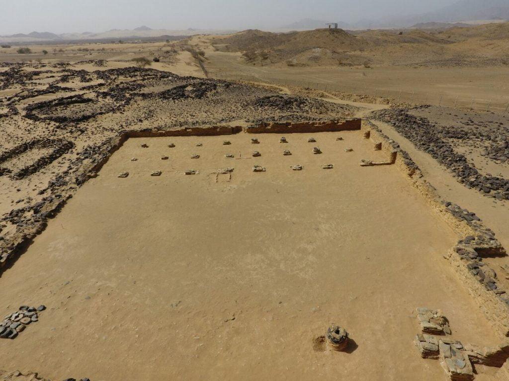 الهيئة العامة للسياحة والتراث الوطني تستأنف اعمال التنقيب بموقع عشم الأثري بمنطقة الباحة.
