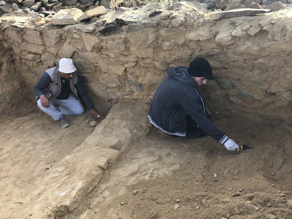 الهيئة العامة للسياحة والتراث الوطني تستأنف اعمال التنقيب بموقع عشم الأثري بمنطقة الباحة