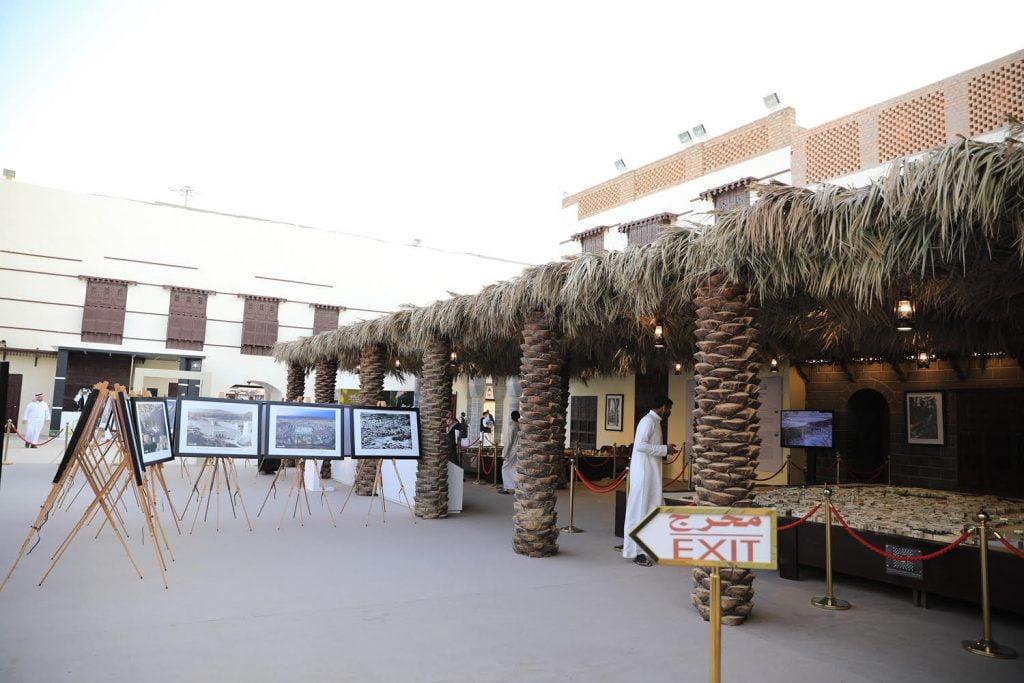 زوار بيت المدينة المنورة في الجنادرية33 يستذكرون العهد النبوي ويسترجعون سيرة خير البشرية