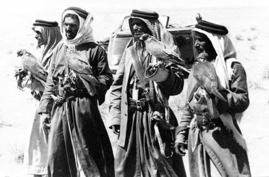 مكتبة الملك عبدالعزيز تشارك بمجموعات نادرة من الصور في معرض الصقور والصيد السعودي.