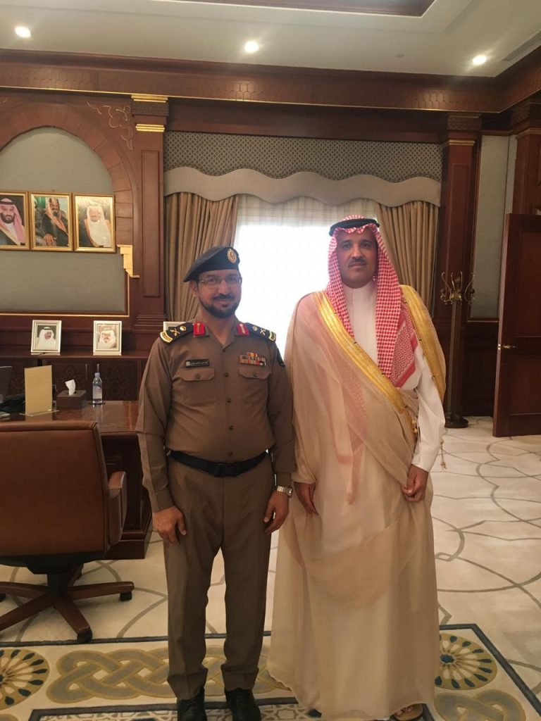 أمير المدينة المنورة يقلد مدير الدفاع المدني رتبته الجديدة