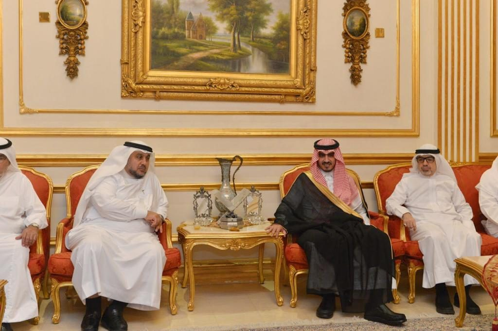 الأمير بدر بن سلطان يعزي مازن بترجي وأشقائه في وفاة والدتهم