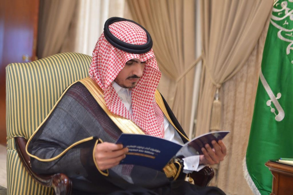 نائب أمير مكة يلتقي عددًا من أهالي وأعيان المنطقة