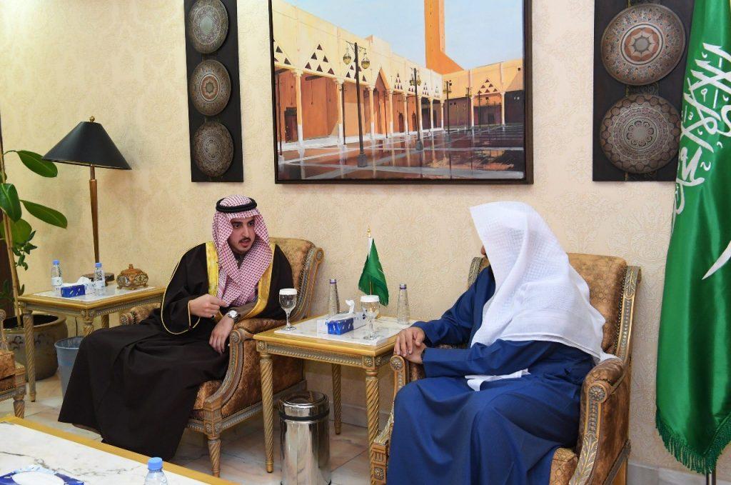 أمير الجوف يلتقي بوزيرالعدل بالرياض