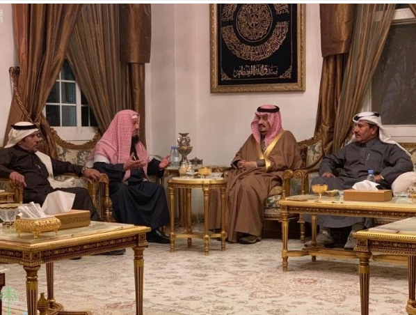 أمير الرياض ونائبه يقدمان التعازي للشيخ المنيع