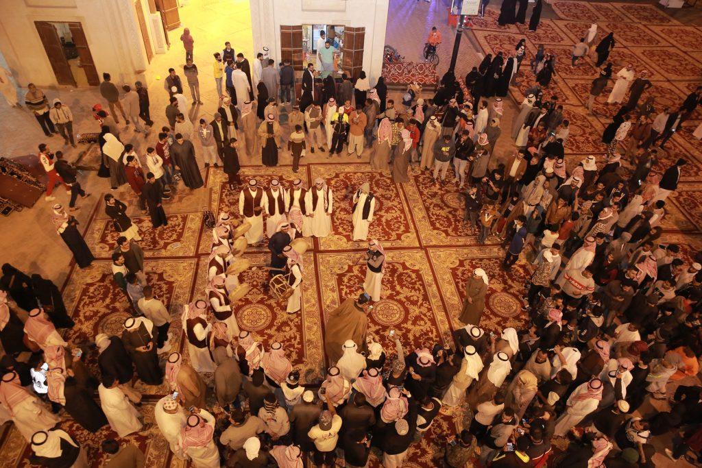 10 ألاف زائر يتحدون شتاء الأحساء وسط مهرجان القيصرية