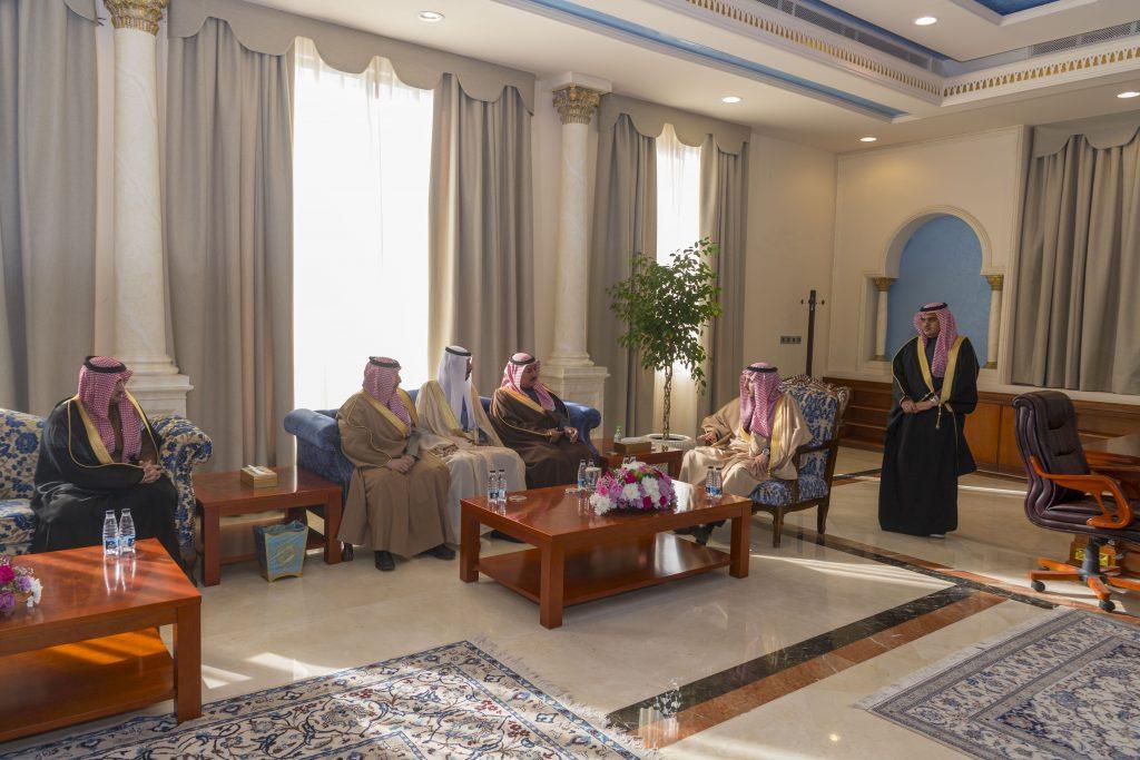 أمير الجوف يجتمع بمحافظي المحافظات ويؤكد على تلمس احتياجات المواطنين