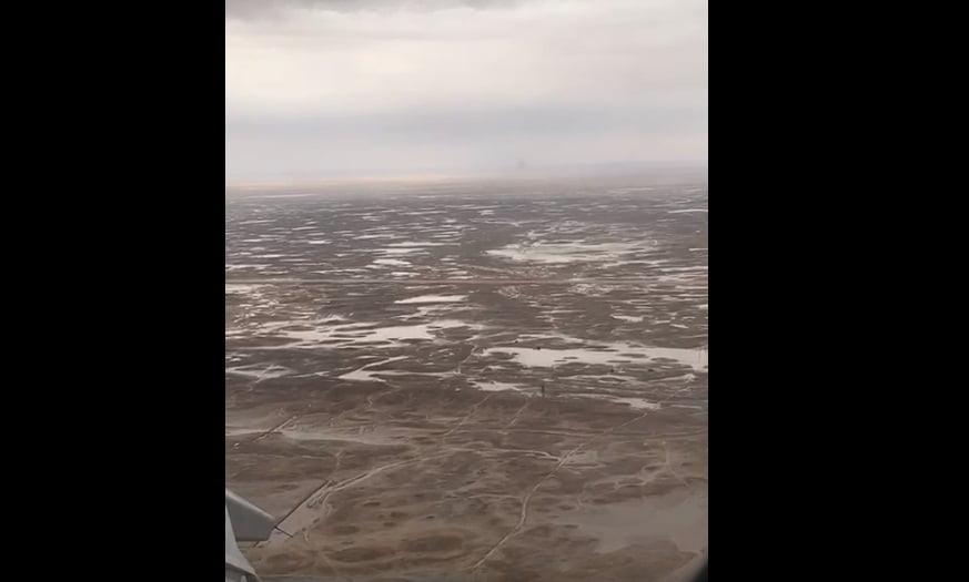 شاهد.. تصوير جوي من الطائرة لأمطار رفحاء بالحدود الشمالية