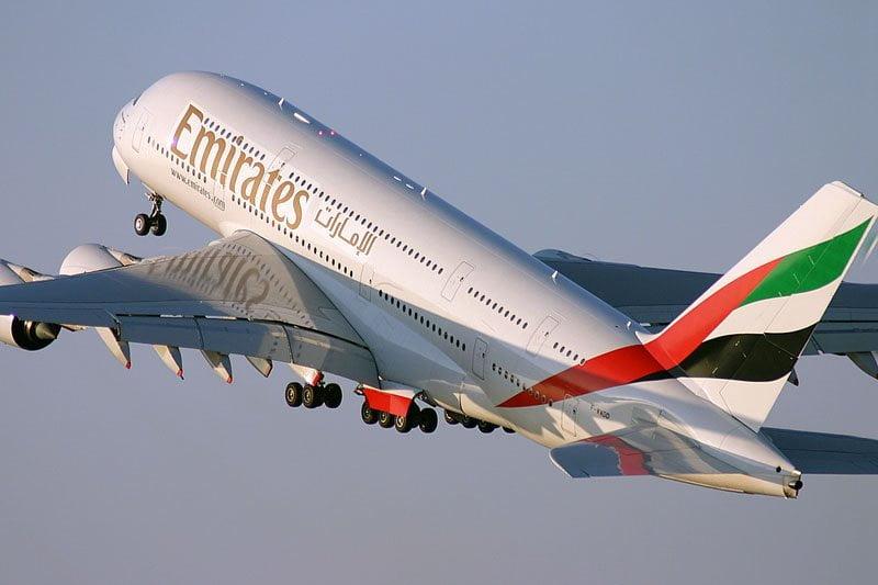 """برواتب تنافسية لحملة الثانوية .. """"طيران الإمارات"""" تعلن وظائف شاغرة"""