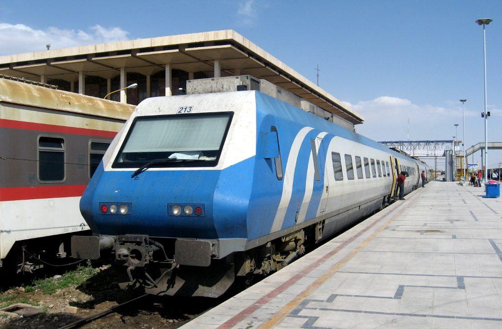 """شلل في حركة القطارات بإيران بسبب """"المديونات"""""""