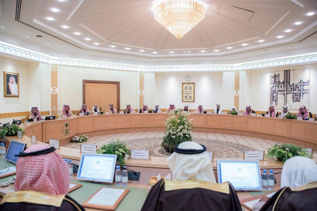 أمير القصيم يرأس مجلس المنطقة ويناقش المشاريع الحكومية
