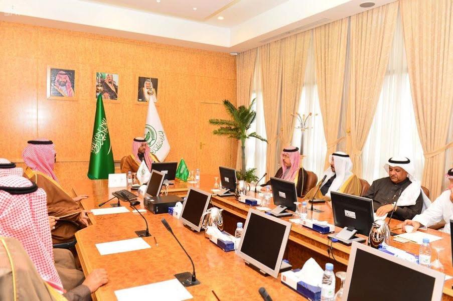 نائب أمير حائل يلتقي نائب رئيس مجلس الغرف وأعضاء اللجنة الوطنية للمعادن الثمينة