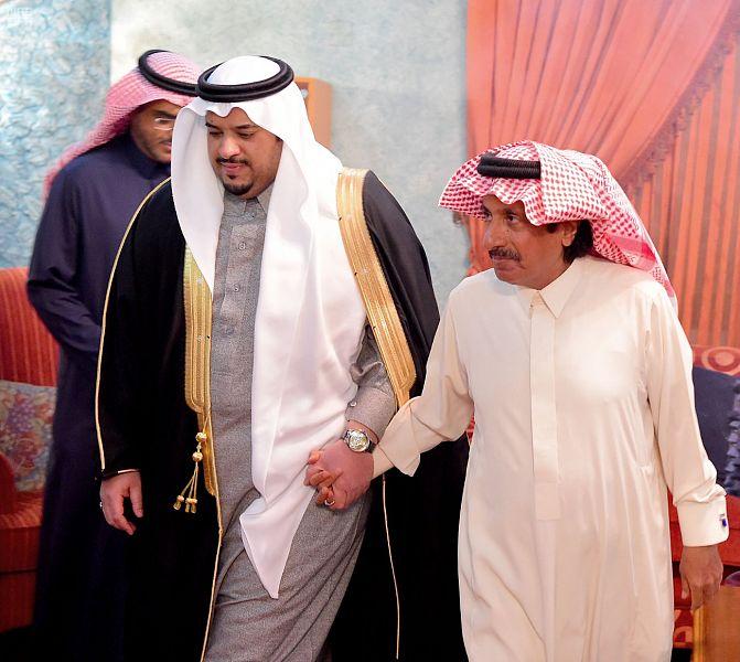 نائب أمير الرياض يقدم العزاء والمواساة في وفاة الأميرة جواهر بنت فهد آل مشاري – رحمها الله –