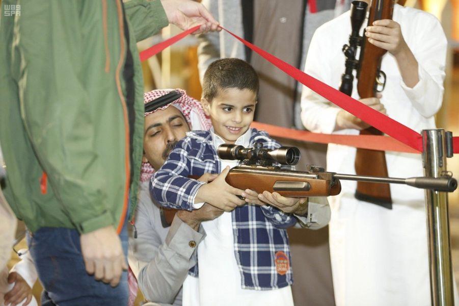 الأطفال يعيشون تجربة حياة الأجداد في قرية الإبل بمهرجان الملك عبدالعزيز للإبل