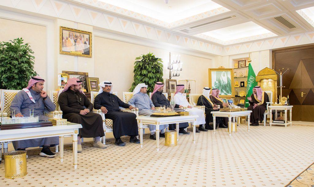 أمير القصيم يستقبل رئيس وأعضاء لجنة التنمية الاجتماعية الأهلية بالخبراء