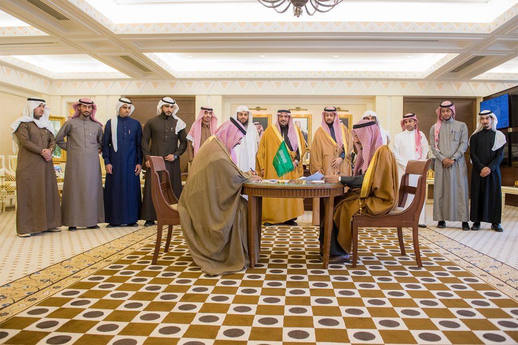 الأمير فيصل بن مشعل يشهد توقيع مذكرة بين مجلس الشباب وكليات القصيم