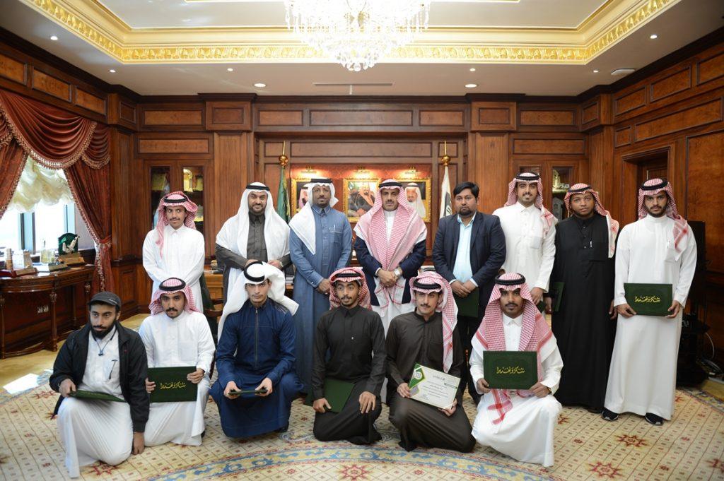 مدير جامعة الملك خالد يستقبل فريقها المشارك في التنقيب الأثري بجرش