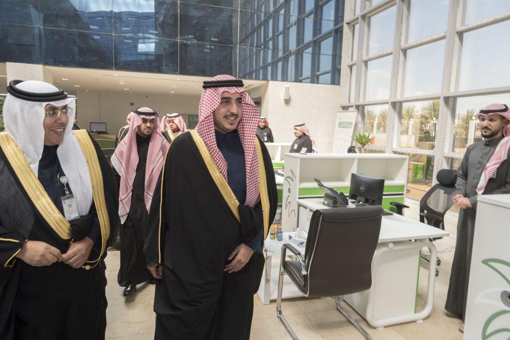 الأمير فيصل بن نواف يزور أمانة الجوف ويطلع على الخدمات البلدية والإلكترونية