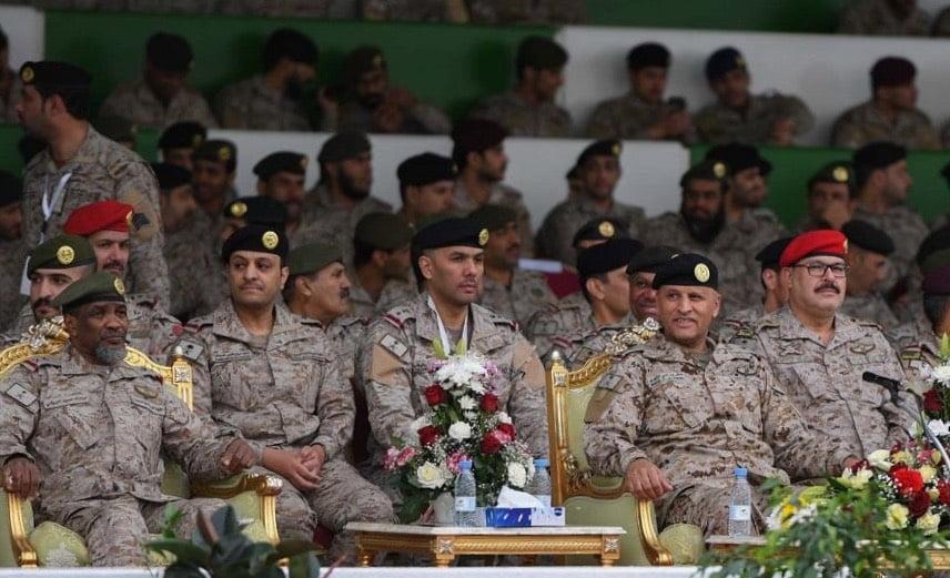 قائد المنطقة الشمالية الغربية يدشن المعرض المتنقل الثالث لوزارة الدفاع بالمنطقة