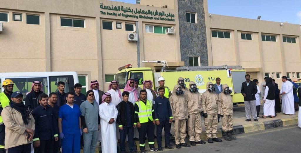 جامعة الملك خالد تنظم عمليات إخلاء فرضية لتسرب مواد كيميائية بالتعاون مع مدني عسير