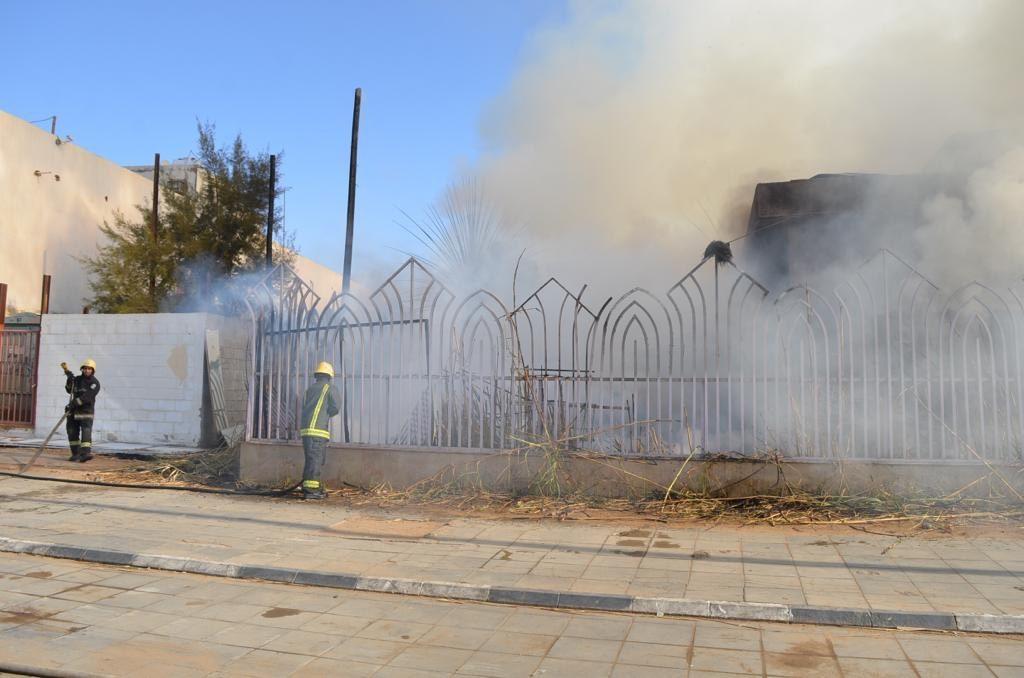 مدني تبوك يسيطر على حريق في حديقة الدانة